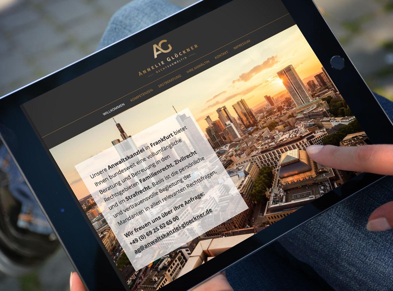 Homepage auf Tablet für Anwaltskanzlei Annelie Glöckner