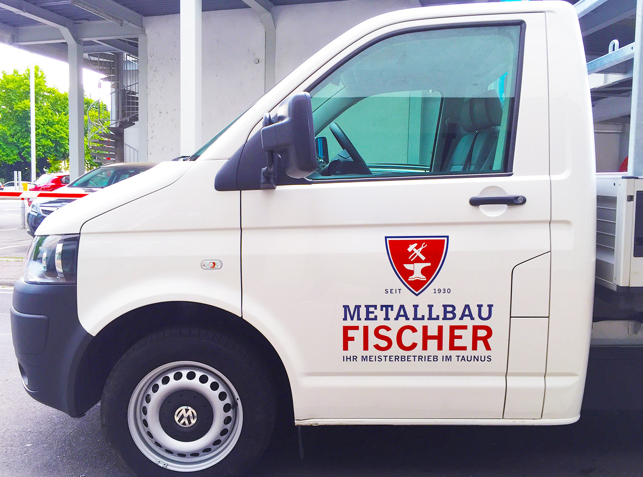 Fahrzeugbeschriftung Tür für Metallbau Fischer